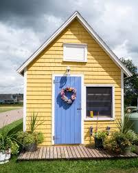 cute little yellow house u2014 stock photo dogfordstudios 12728900