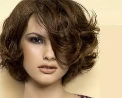 essayer des coupes de cheveux coupe cheveux carré court bouclé projets à essayer