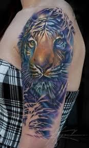 amazing tiger on shoulder