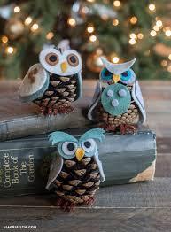 corujas de pinha http www handimania com diy felt pinecone owl