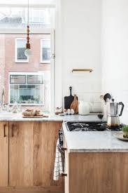 Home Decor Aus Diese Küche Mit Holz Glänzt Mit Einer Arbeitsplatte Aus Marmor Und