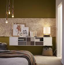 d orer chambre adulte du rangement pour une chambre bois et dorée leroy merlin