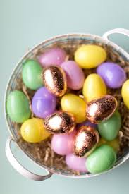 golden easter egg 12 ways to decorate your plastic easter eggs holidaysmart