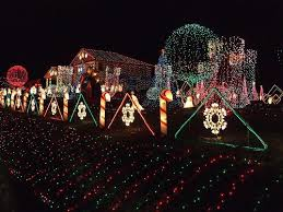 Tasteful Outdoor Christmas Decorations - christmas light decorating ideas christmas door decorating ideas