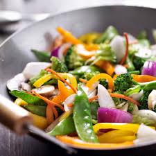 cuisiner dans un wok cours de cuisine adultes menu wok thaï