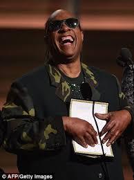 Stevie Wonder Memes - stevie wonder cracks blind joke while on stage at the grammy
