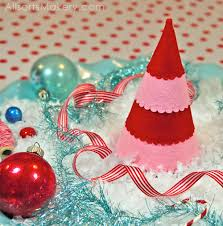 festive felt christmas trees a free pattern for you allsorts