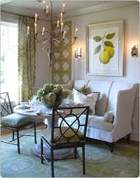 Dining Room Settee Settee Used In Dining Room I Like The Latice Wallpaper On The