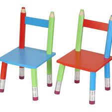 chaise enfant bois chaises pour enfant en bois par 2 crayons la chaise longue decoclico