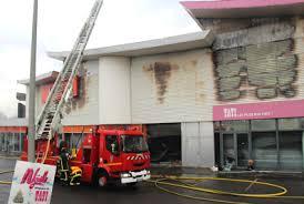 au bureau fleury merogis fleury mérogis trois magasins partent en fumée à la croix