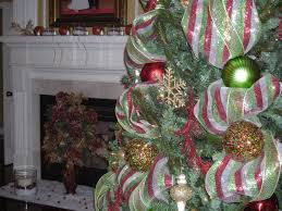 christmas decorating ideas using mesh ribbon justsingit com