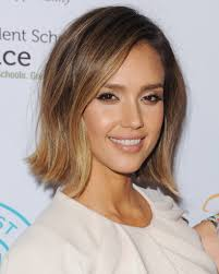 jessica alba u0027s blunt new bob is the ultimate mom haircut