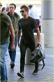 zac efron heads to london for u0027neighbors u0027 promo photo 666515