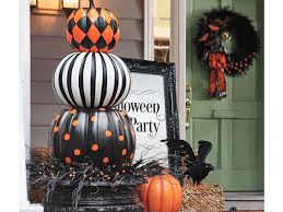 how to decorate home for halloween fabulously creepy halloween decorations for your home pillar