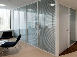 cloison pour bureau les cloisons de bureau vitrées toute hauteur espace cloisons alu
