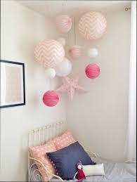 peinture chambre bébé fille deco peinture chambre fille lit gris parure de lit coussins
