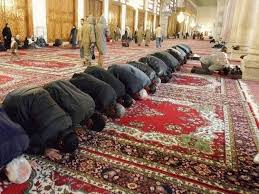 how muslims use prayer rugs