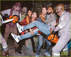 halloween horror nights 2005 luke evans u0026 zoe saldana check out the frights at universal u0027s