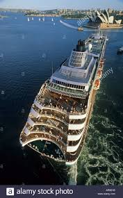 sydney harbor cruises cruise ship from sydney harbour bridge australien nsw sydney