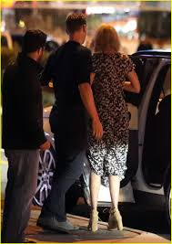 taylor swift u0026 tom hiddleston hold hands on romantic dinner date