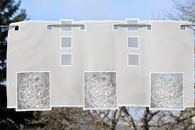 kurzgardinen wohnzimmer moderne kurzgardinen schneeballspitze plauener spitze scheibengardinen