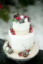 Make Christmas Greenery Decorations by Best 25 Christmas Wedding Cakes Ideas On Pinterest Winter