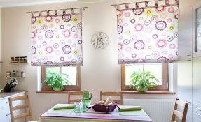 rideaux de cuisine design cuisine design rideaux cuisine enrouleurs blancs motifs fleurs