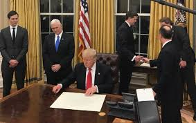 gold drapes oval office the spectator index on twitter united states oval office drapes