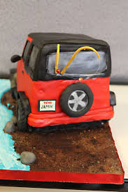 jeep cake topper 169 best crazy sculpted cakes images on pinterest sculpted cakes