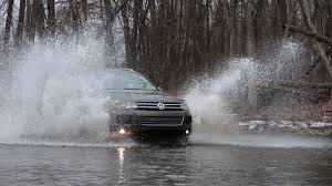 2014 vw touareg tdi loves snow and splashes in u0027off road mode u0027
