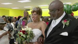 Supermarkets Open On Thanksgiving Georgia Couple Holds Wedding Inside Grocery Store On Thanksgiving