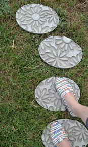 Decorative Stepping Stones Home Depot by Garden Stepping Stones 30 Beautiful Ways To Decorate Your Garden
