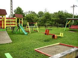 giardino bambini giardino giochi in giardino montaggio di un parco per bambini