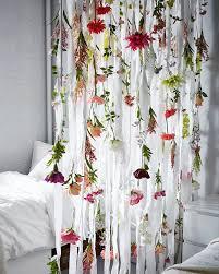 Leaf Curtains Ikea Verschiedene Kunstblumen An Weißen Stoffstreifen Hängend U A