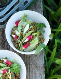 cuisiner des navets blancs salade de blé radis et navet pour 4 personnes recettes à table
