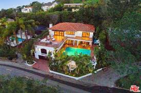 Kris Jenner Backyard Matthew Perry Has Listed His 13 5 Million Hollywood Hills Home