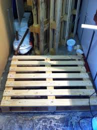 Diy Wood Desk by Pallet Table Diy Desk Made From Pallets Pallet Furniture