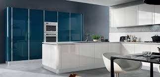 cuisine coloree cuisine colorée mobilier bleu armony cuisines cuisines sur mesure