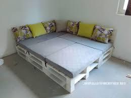 canapé lit en palette canapé feuilletée et table de palettes convertible en lit 3meuble