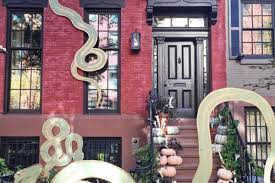21 photos of new york city u0027s best halloween decorations curbed ny
