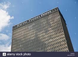 siege banque mondiale un logo affiche à l extérieur du siège de fifth third bancorp