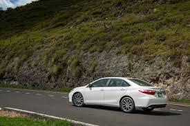 nissan altima 2015 vs toyota camry 2015 toyota camry wins 2014 midsize sedan sales race