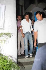 Srk House by Photos Shah Rukh Khan U0027s Mid Week Night Out The Indian Express