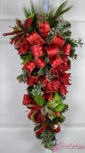 Baking Pine Cones Elegant Christmas Poinsettia And Floral Designs