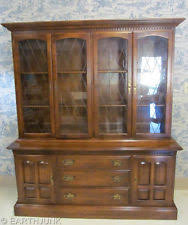 ethan allen china cabinet ethan allen classic manor maple lighted glass china hutch 15 6018 ebay