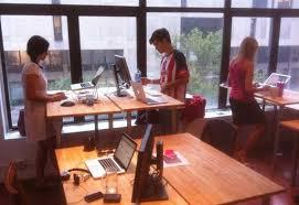 entreprise bureau entreprises et personnalités qui utilisent un bureau debout
