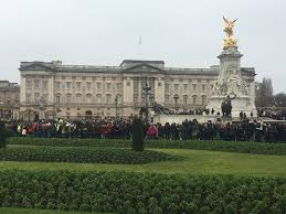 How Many Bathrooms In Buckingham Palace by Sazz In The City Changing The Squirrels At Buckingham Palace