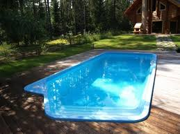 Pool Ideas For Small Backyard by Best 25 Fiberglass Swimming Pools Ideas On Pinterest Small