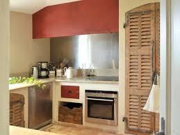 porte de cuisine en bois cuisine avec portes de placards style volet en bois idée cuisine
