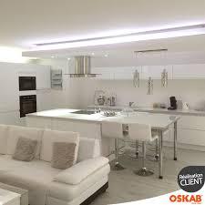 cuisine blanche ouverte sur salon cuisine blanche brillante simple plan de travail stratifi blanc